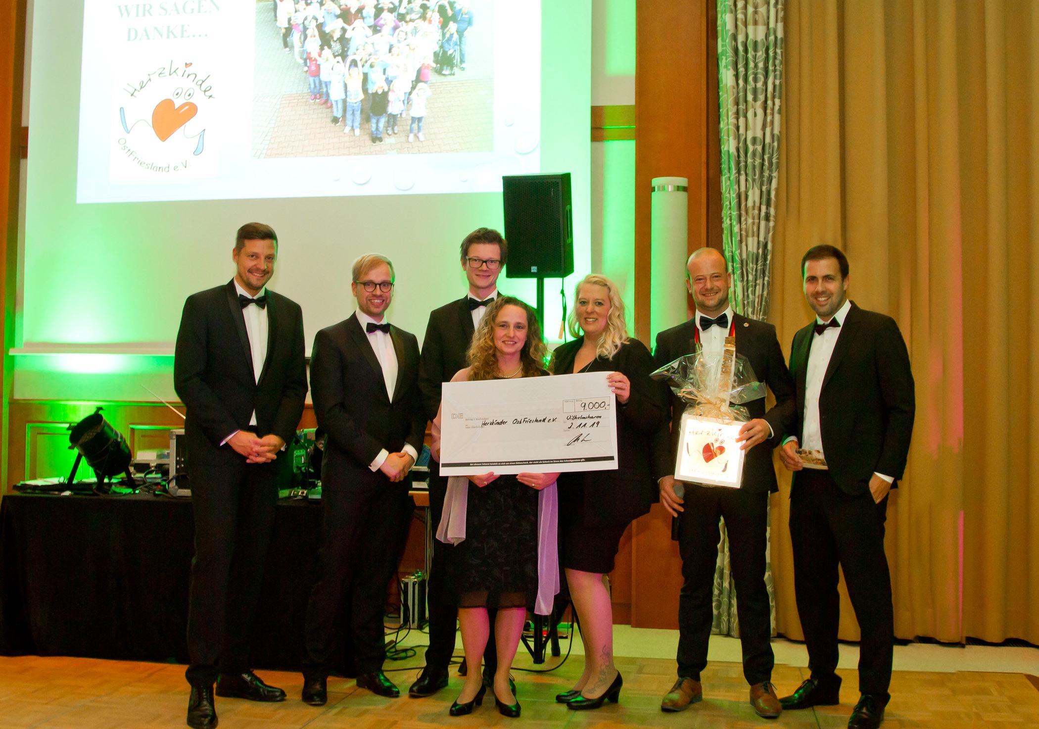Spendenübergabe an den Verein Herzkinder Ostfriesland. Foto: Elena Siewert